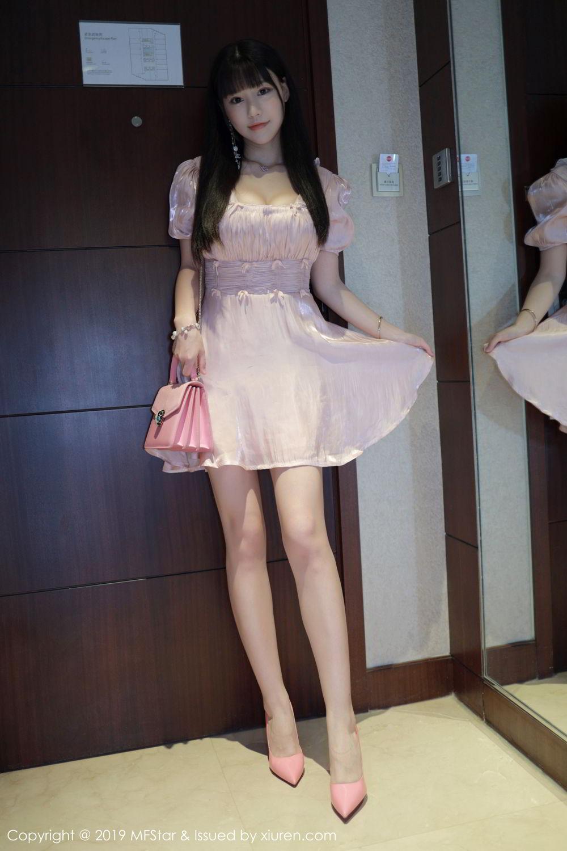 JUX-360黑丝袜美女学生制服开胸露爆乳裙底走光屁股写真