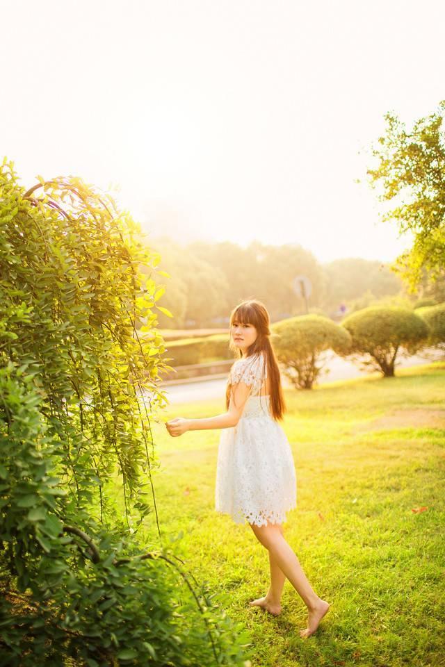 4PG-782居家美女学生妹清纯可爱私房白丝美腿萌妹子写真