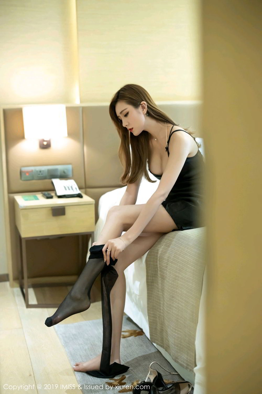 4TEAM-102黑丝翘臀美女半裸超级巨乳高跟美腿制服诱惑写真
