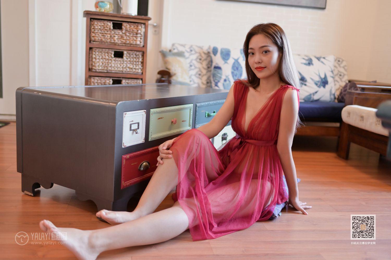 KTRD080魅力无限的性感推女郎黑丝细腰长腿身材窈窕极品销魂艺术写真