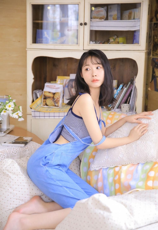 2ASFB-090迷人美丽女教师黑丝美腿制服诱惑火辣风骚授课性感写真