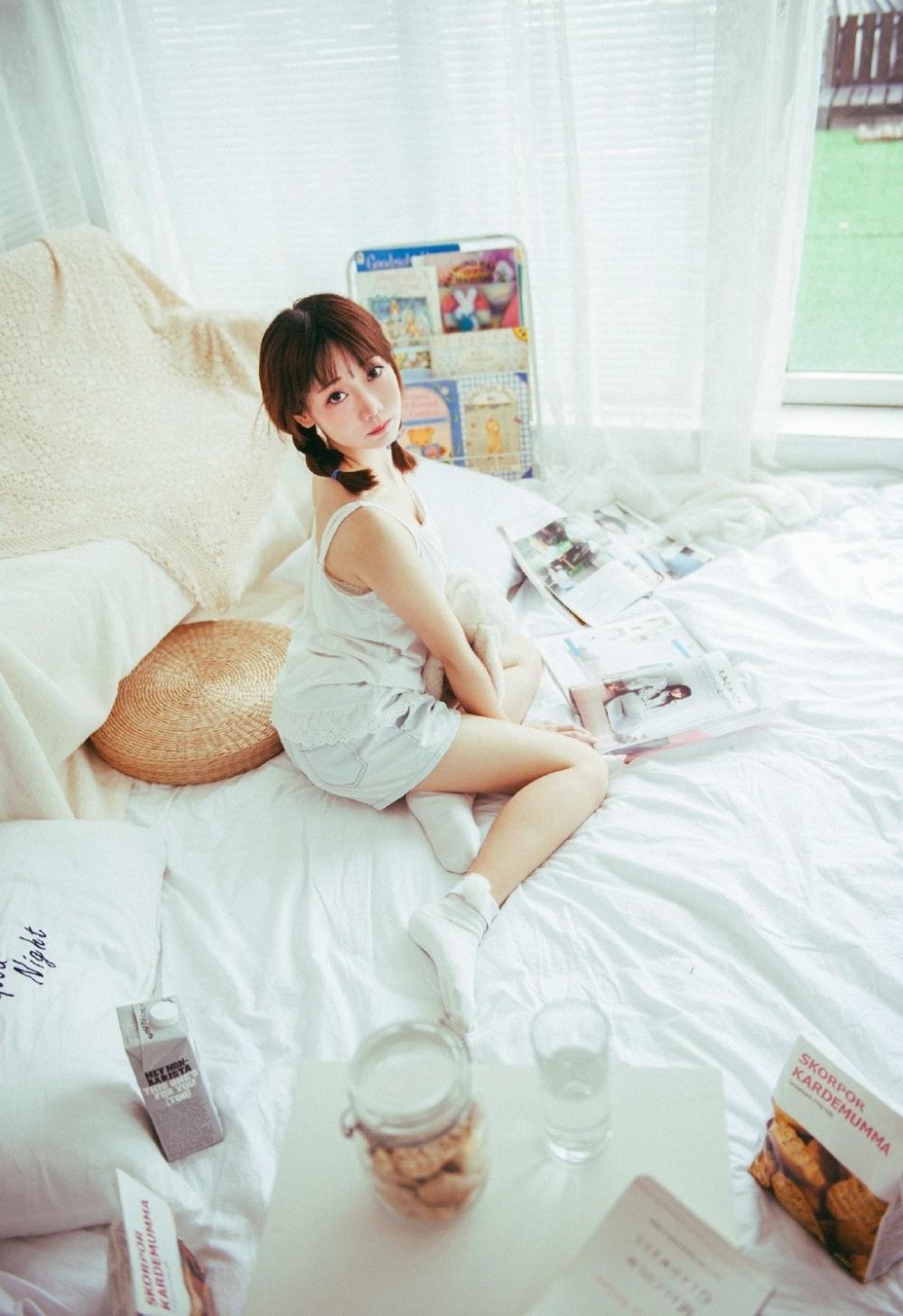 2KMI-095Beautyleg细长腿白丝美女高跟鞋写真