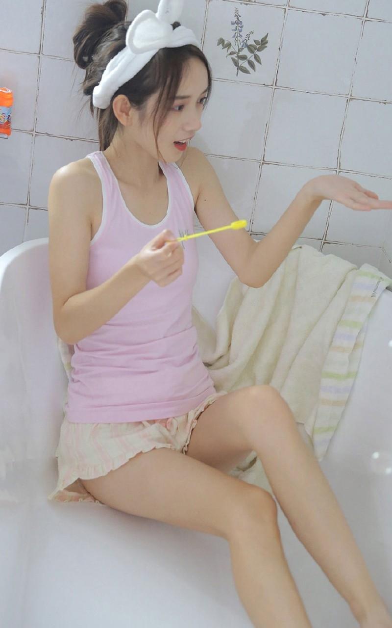 CJOD-204气质黑丝袜长腿美女初冬写真