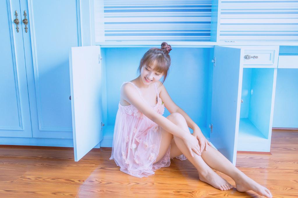 MUML-029清纯校花性感丝袜写真 大展白皙长腿