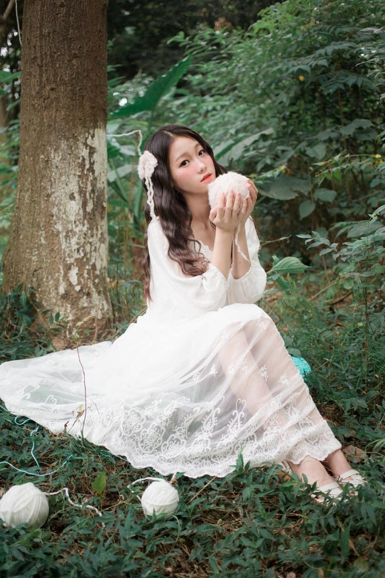 HERY-014美女模特深v诱惑傲人事业线写真