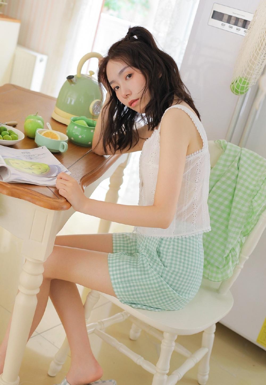 IPZ-052吊带超短裙美少妇美腿翘臀写真