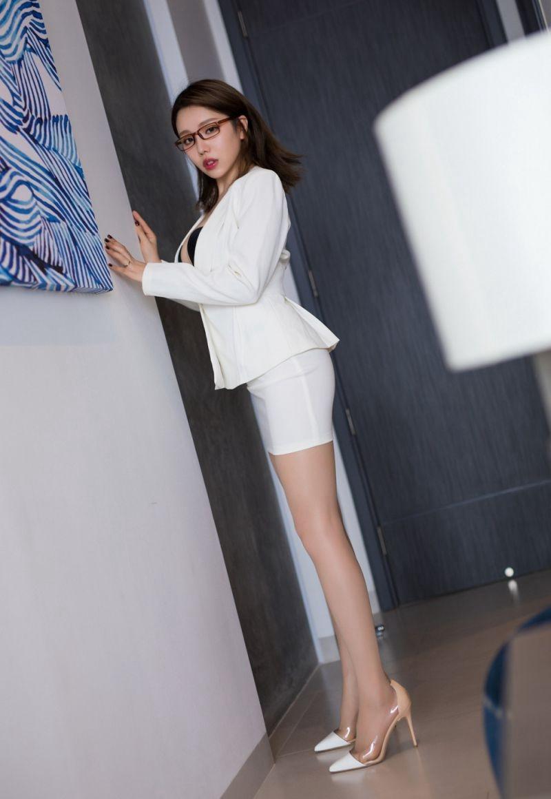 MIDE-338小姐姐长得肤白貌美清纯美女写真