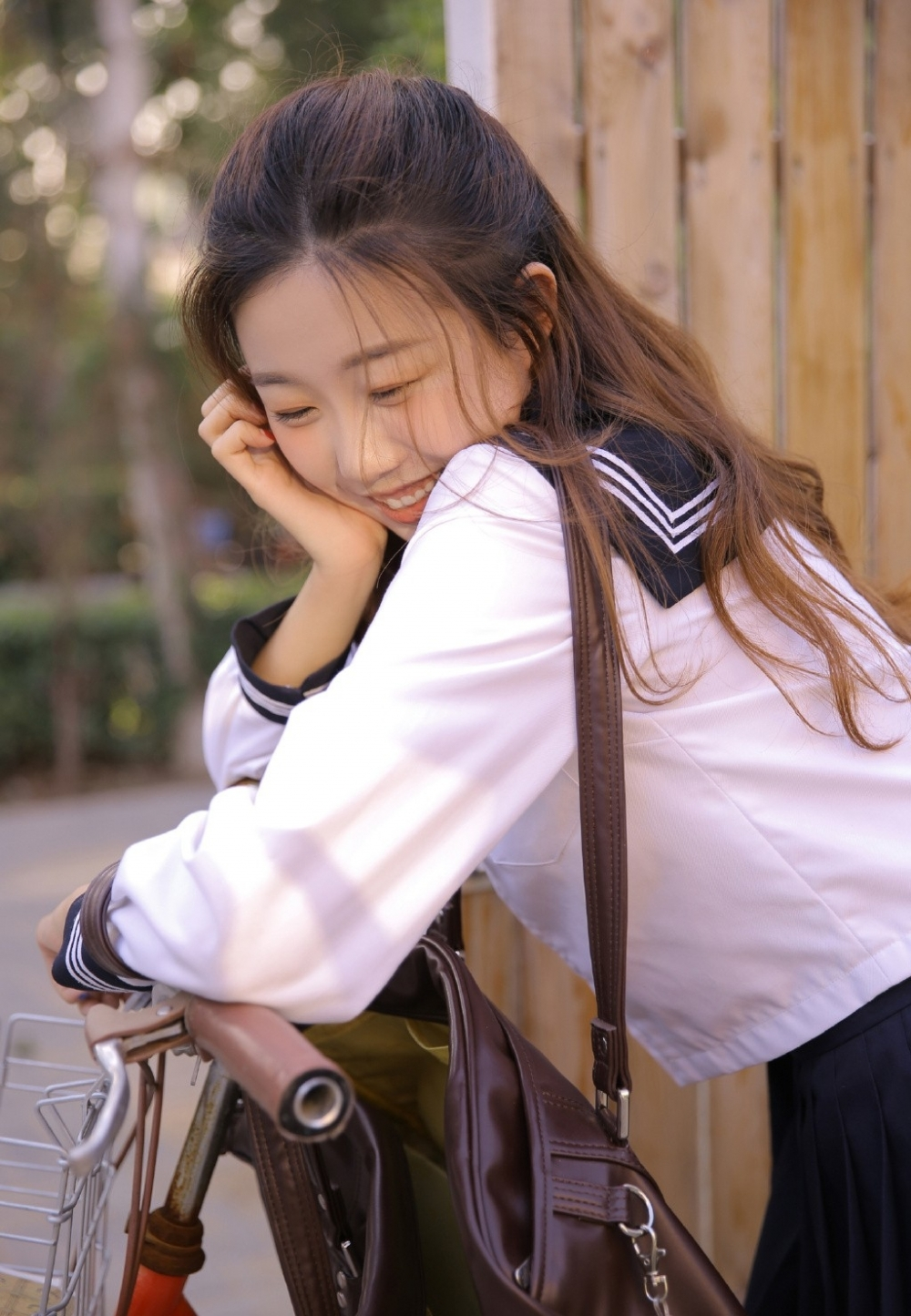 EK-127冬季软萌美女肤若凝脂可爱图片