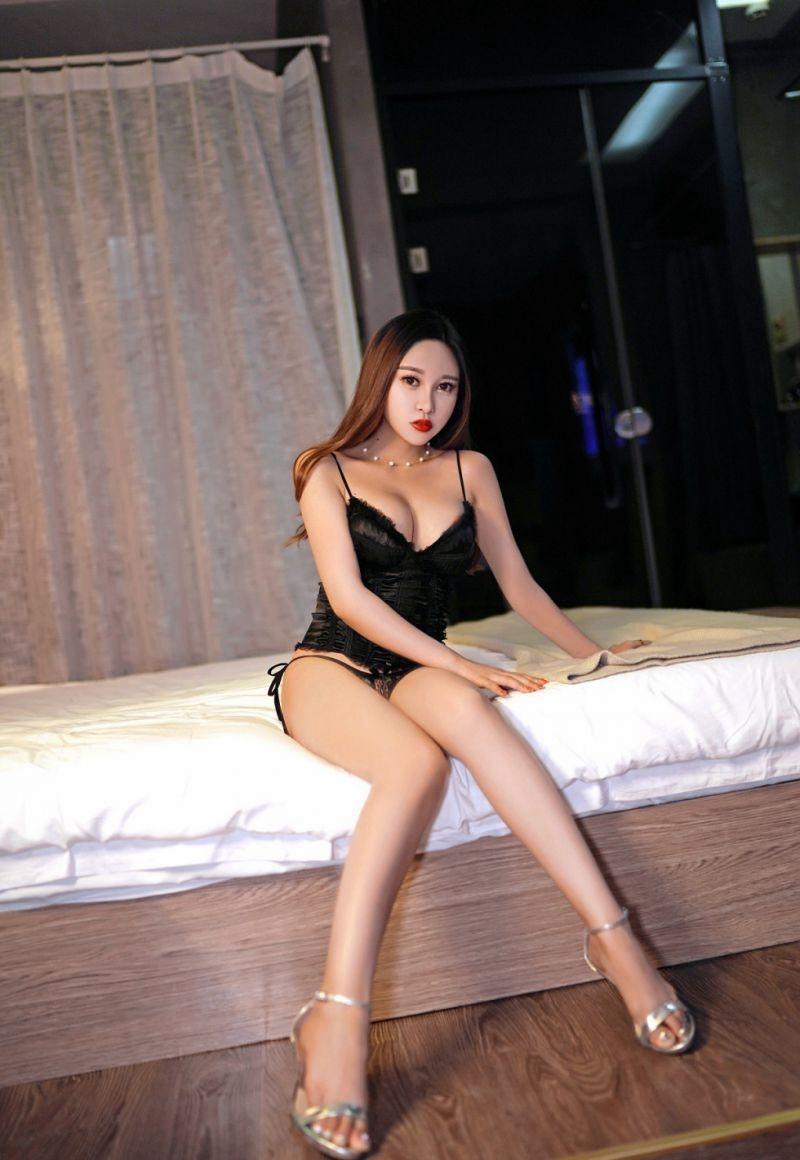 4BBI-165紧身包臀裙美少妇高跟美腿写真