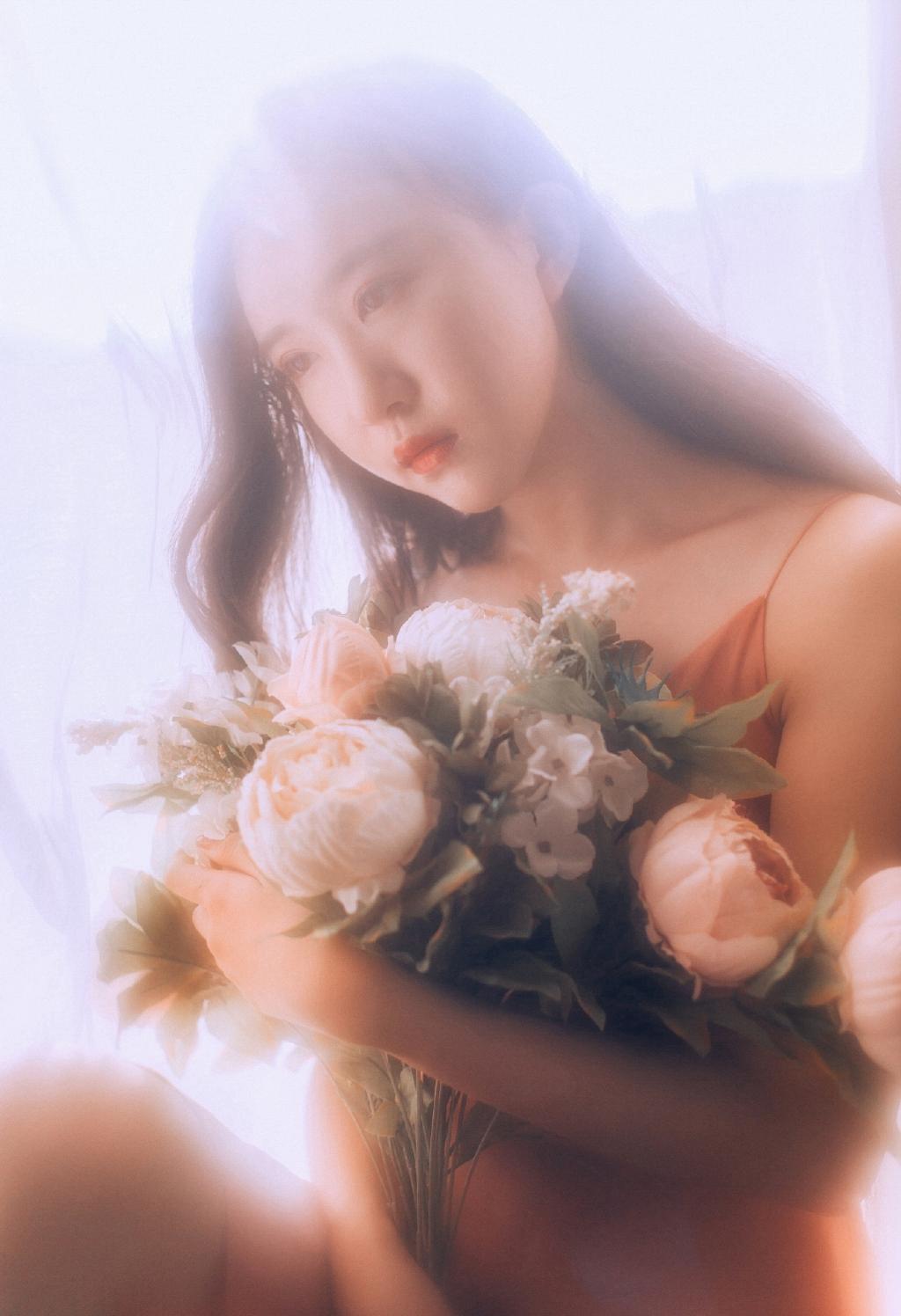 MIDE-352粉红女郎香肩雪白迷人艺术写真