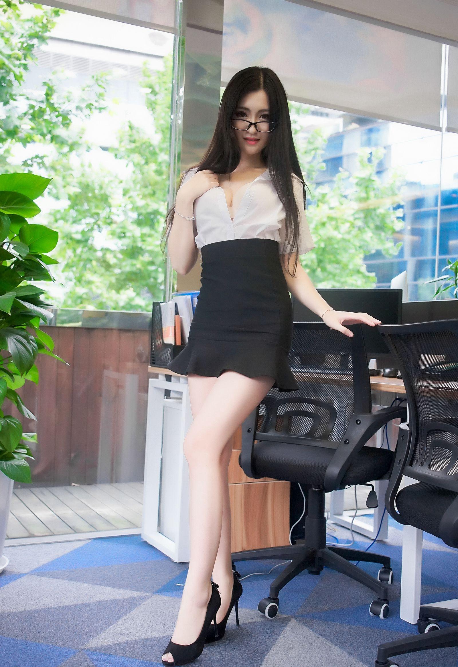 5PG-844细腰美女性感美腿极品翘臀写真