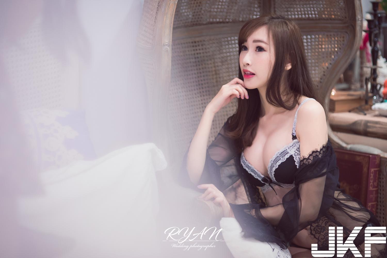 4MDY-97500后浴室少女雪白嫩酮体连体泳衣性感图片