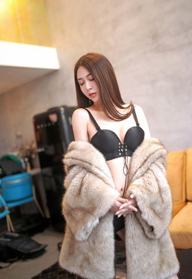 HNDB-145爆乳美女情趣黑丝吊带制服性感体位写真图片