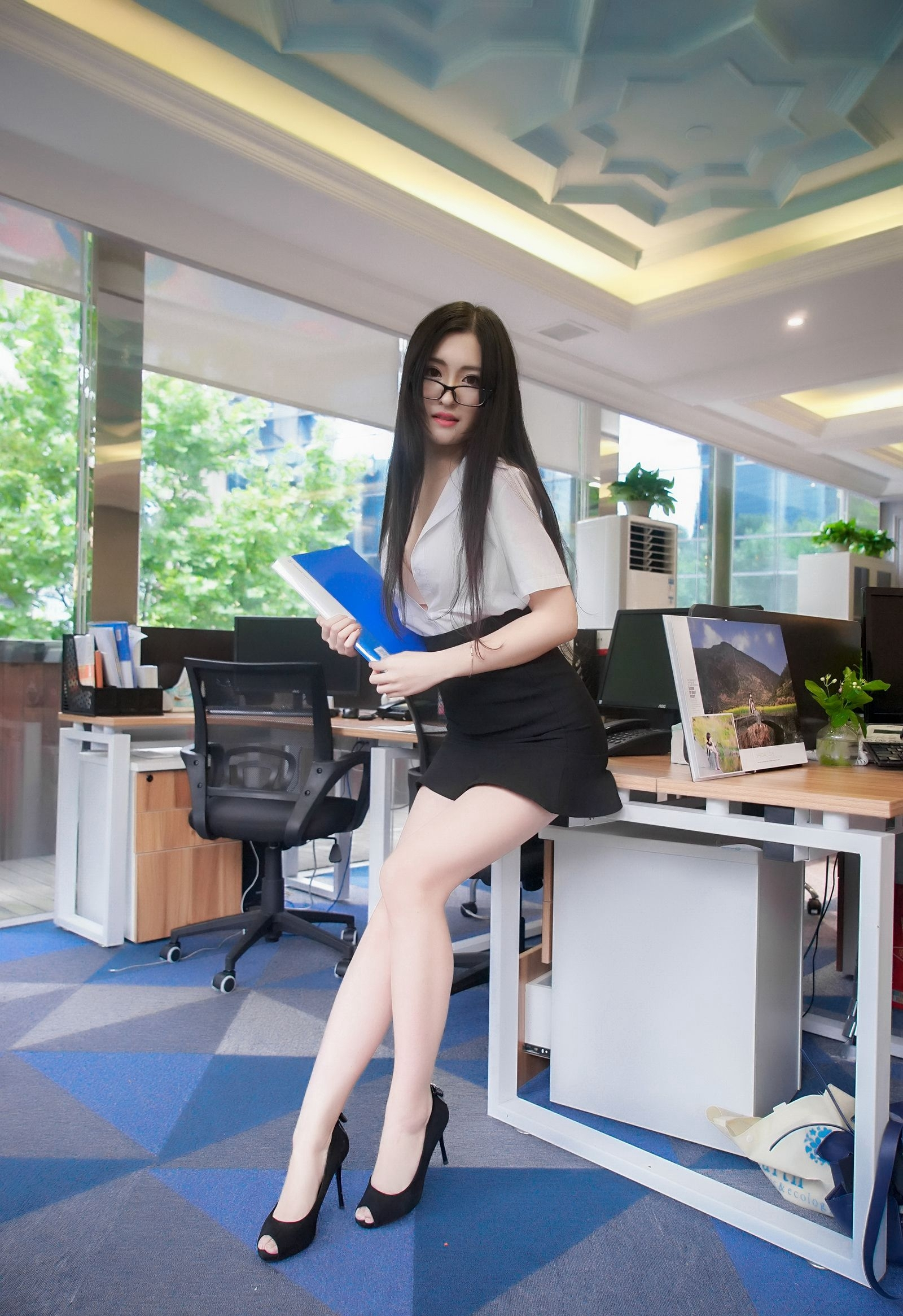 GHKQ-98白富美大小姐细腰白皙光滑诱人艺术照