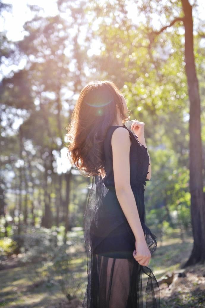 IPZ-980神似奶茶妹妹的氧气美女面容白皙透亮气质性感写真