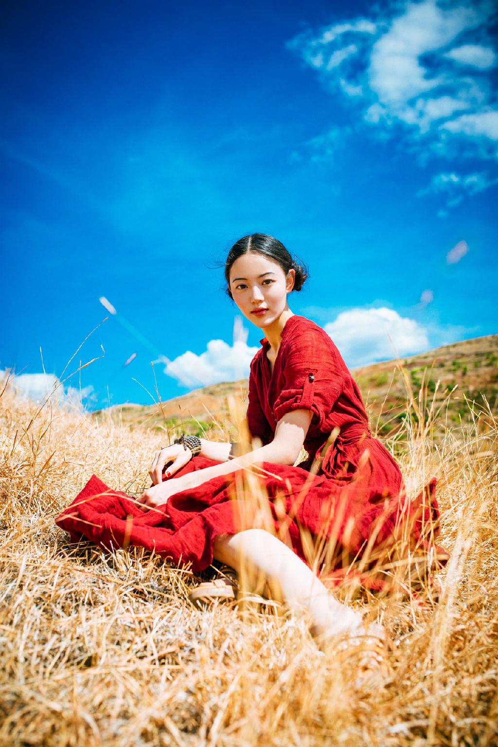 5SOE-604妩媚小娇妻夏诗雯肉丝大长腿不安分的拍照姿势