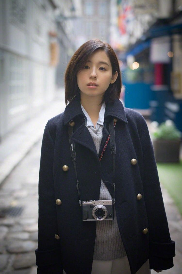 4WANZ-359气质小姐姐低胸吊带裙私人摄影