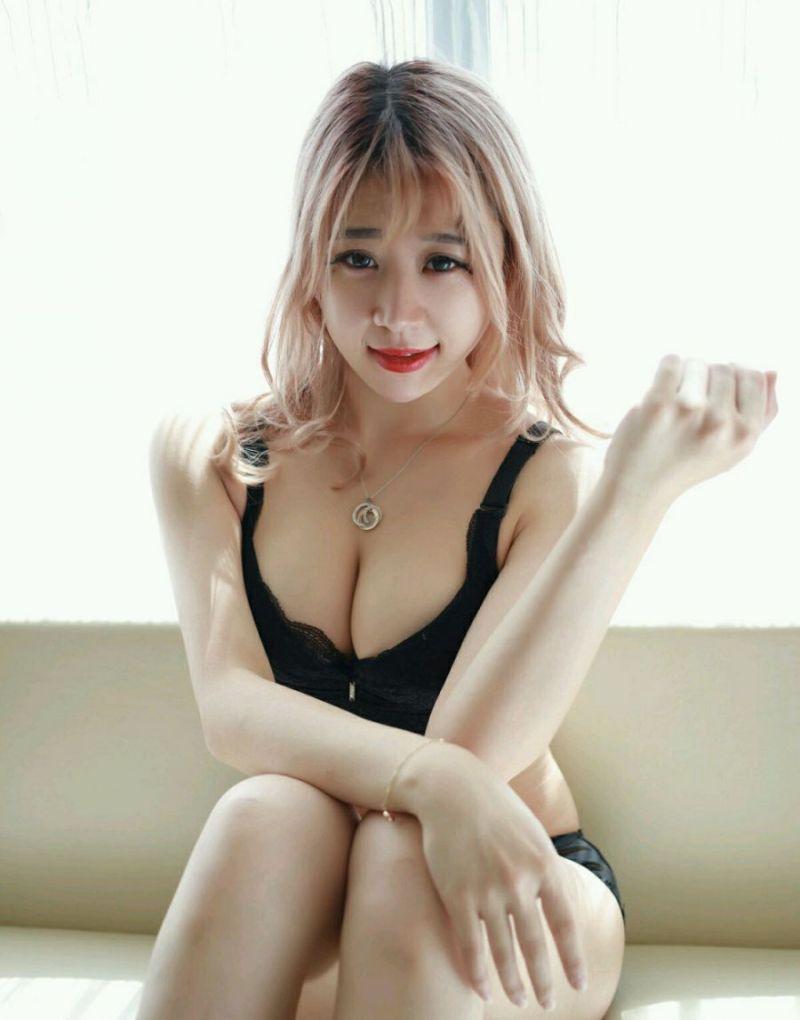 4TEAM-065沟沟美女春英酥胸半露美腿翘臀日本真人随性写真
