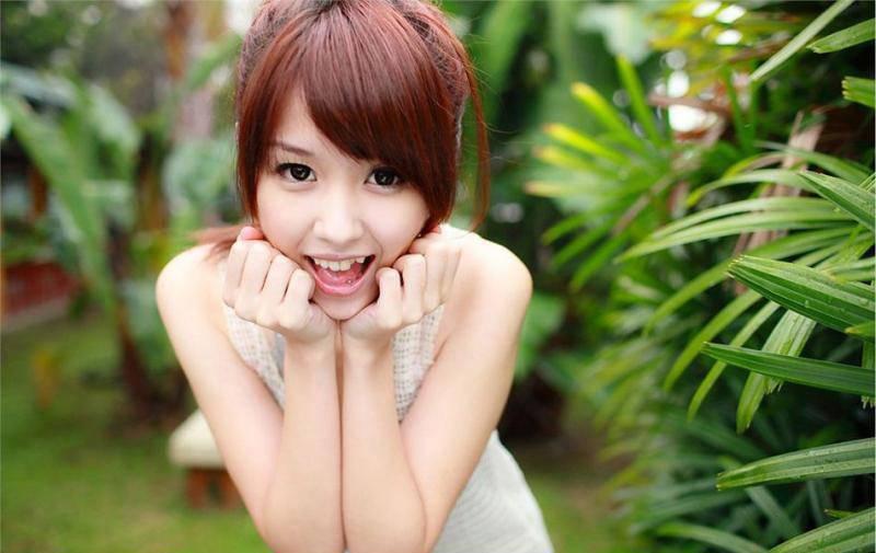 IPX-122优雅名媛贵妇气质美女吊带长裙私房自拍香艳性感写真