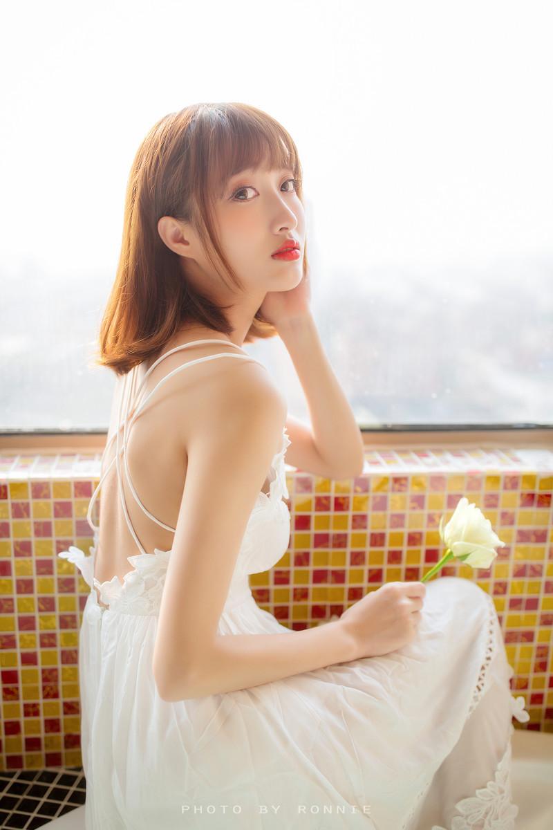 8AGEMIX-302动漫美女cosplay长筒袜软萌可爱大尺度露乳写真女友