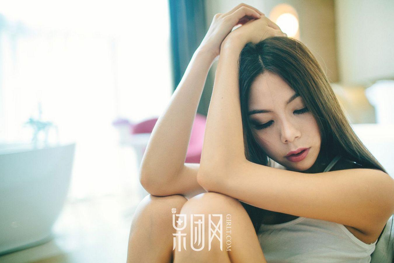 MIAE-162GOGO全球高清大胆美女李可可透明内裤露股沟销魂美女图库