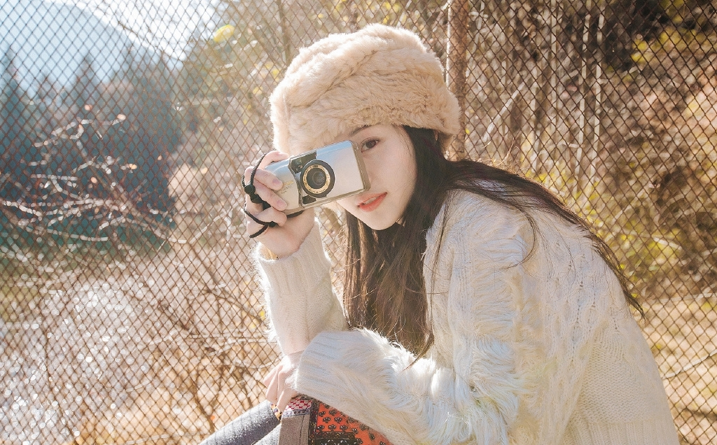 IBW-368肌肤白皙的高中女友粉嫩20p居家吊带短裙唯美艺术照
