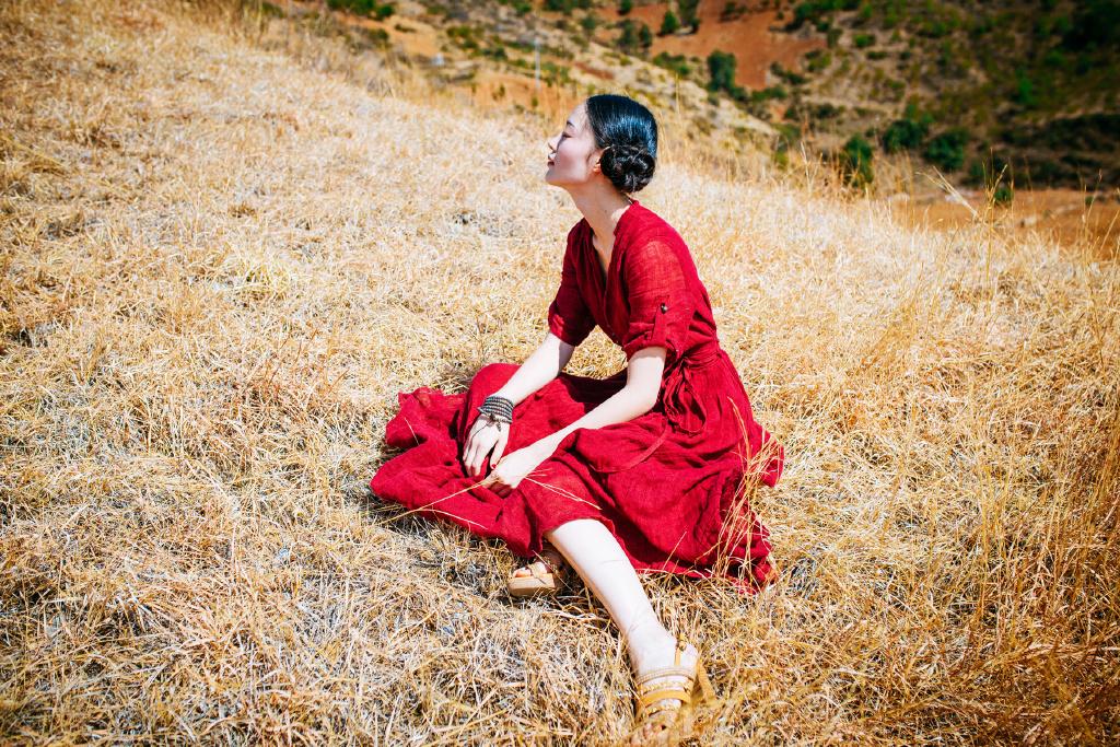 MOPA-019艳妇雪白细嫩的艳妇丰乳肥臀国模午晴大胆私拍套圆写真