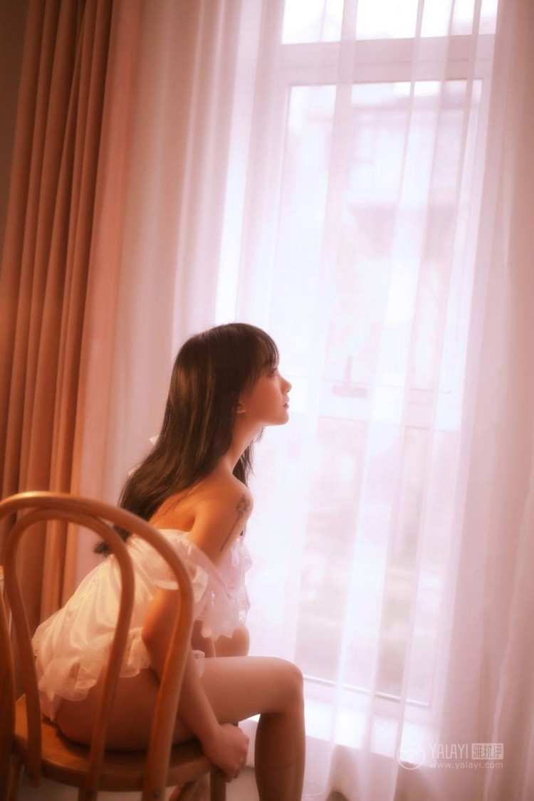 IKT-01亚洲嫩模杨晨晨性感高跟鞋黑丝袜诱人身材图片