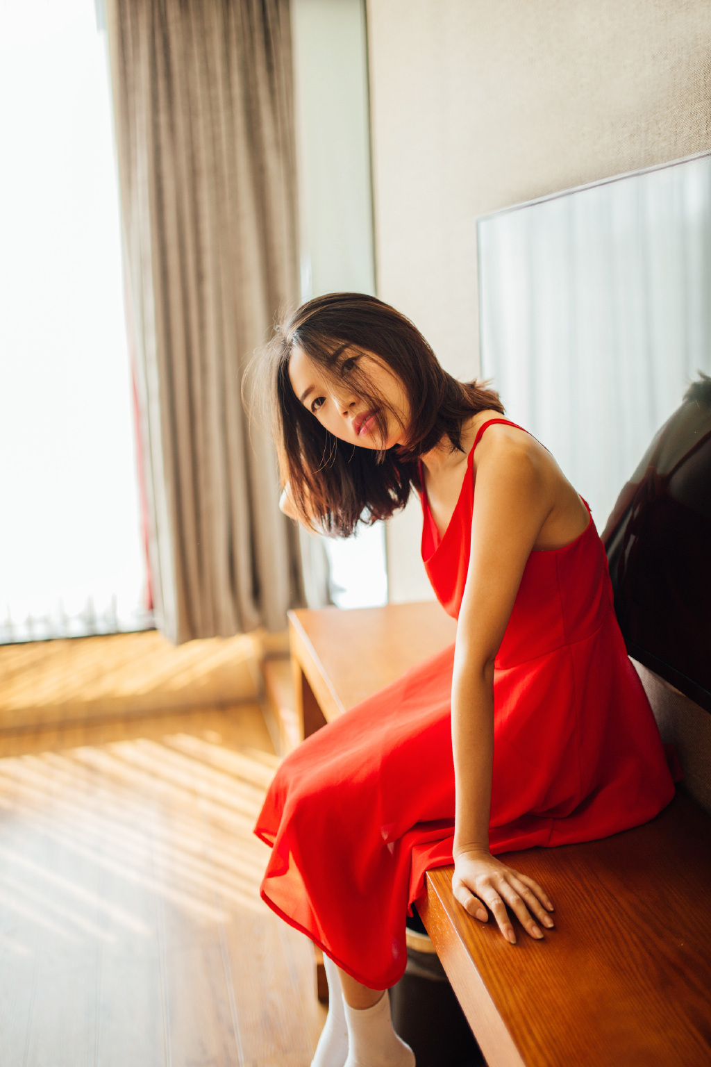 7BBI-186亚洲嫩模晴晴丁字内裤黑丝翘臀美女私密部位自拍高清图片