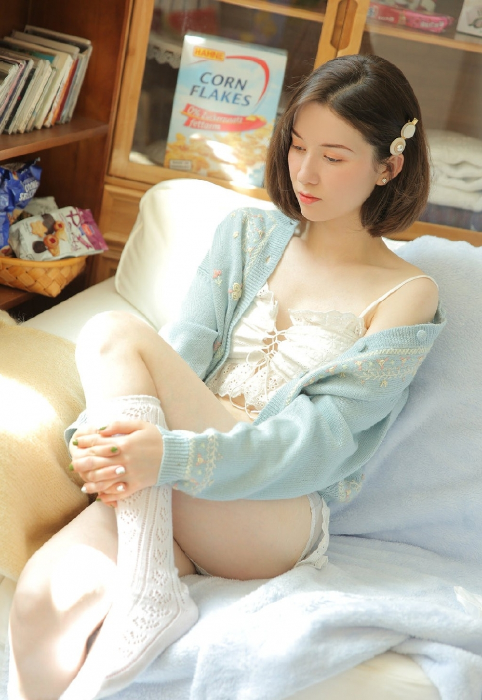 CJOD-191时尚美女潮妹白色比基尼翘臀骨感身材性感写真图片