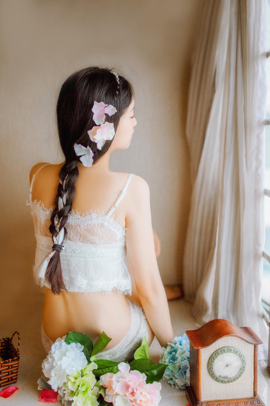 4JFB-138最美大胸长腿美女杨晨晨半裸大屁股性感高跟鞋写真