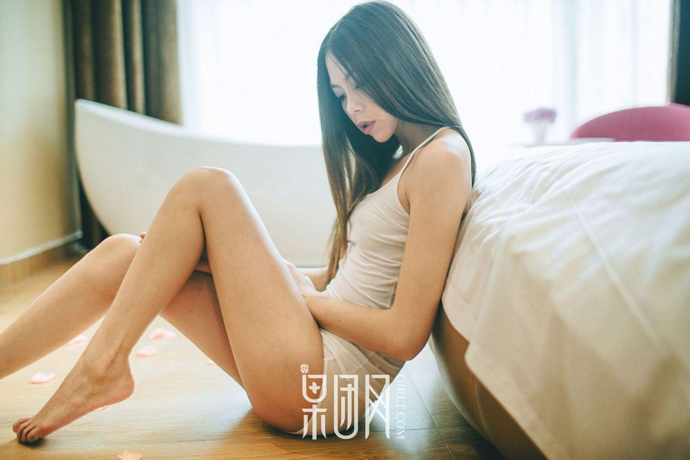 5SOE-827蜜桃乳美女饱满圆润蕾丝内衣诱惑性感美女图片