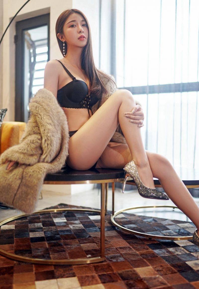 MIDE-628美女上班族邻居波涛胸涌极致惹火姿态性感美女图片