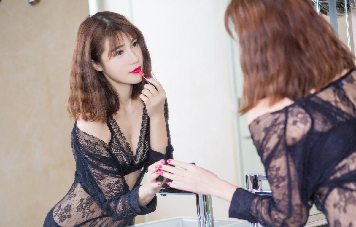 DJSK-008阳光短发美女性感翘臀美尻私房妖娆图片