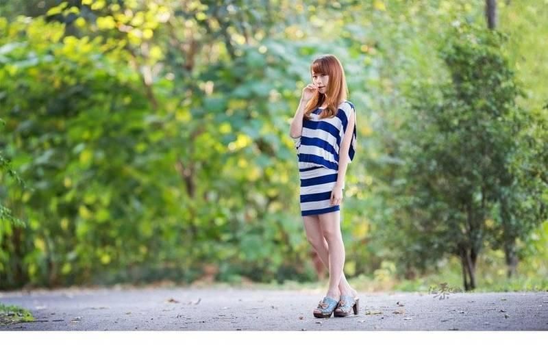 HZGD-007街拍美女:穿牛仔热裤的丰满美女 傲人双乳坚挺