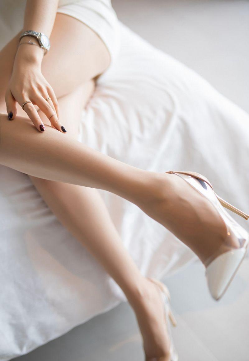 EKDV-476黑丝美腿美女深v大开H罩杯大奶媚眼如丝性感写真