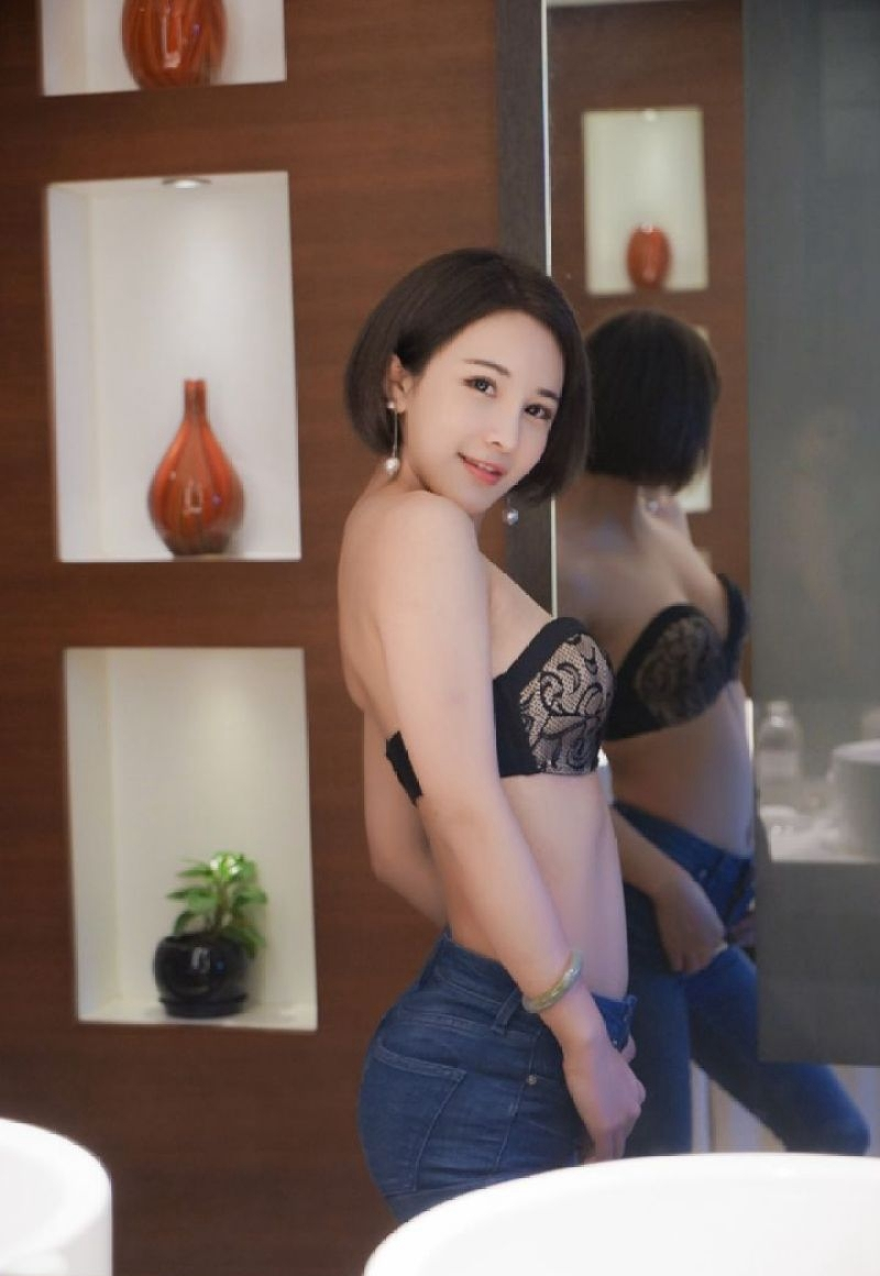 ABP-077小清新气质美女红色泳衣爆