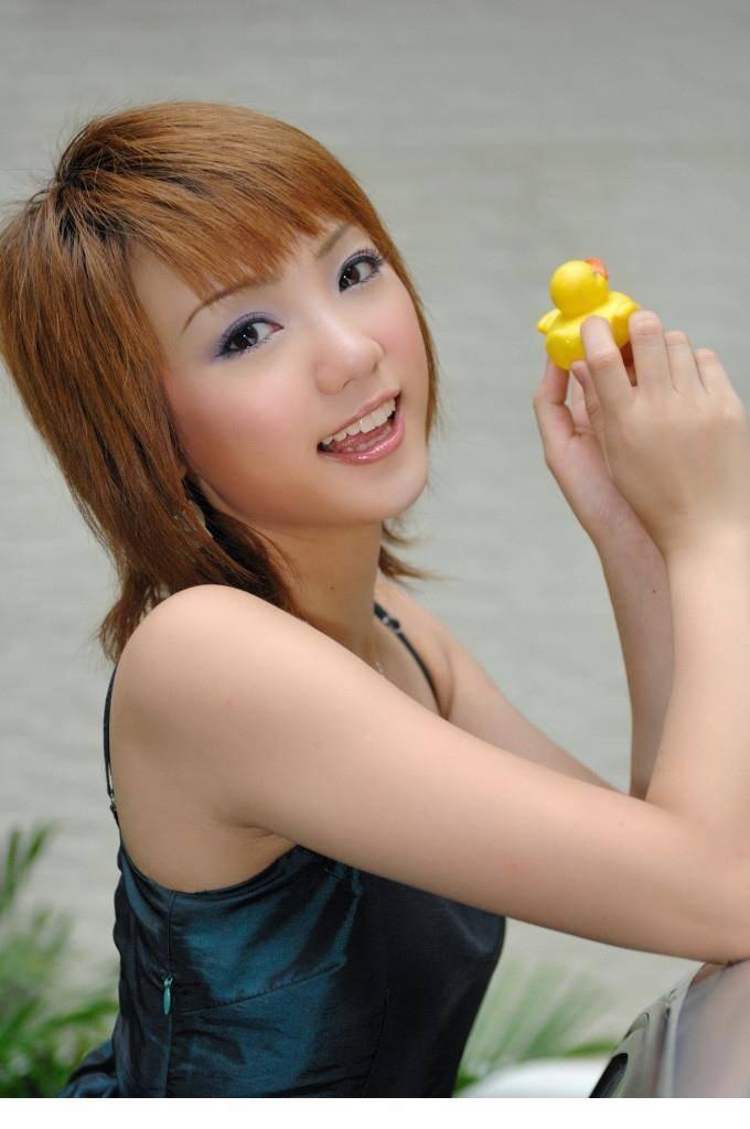 DJM-008超短裤大白腿美少妇
