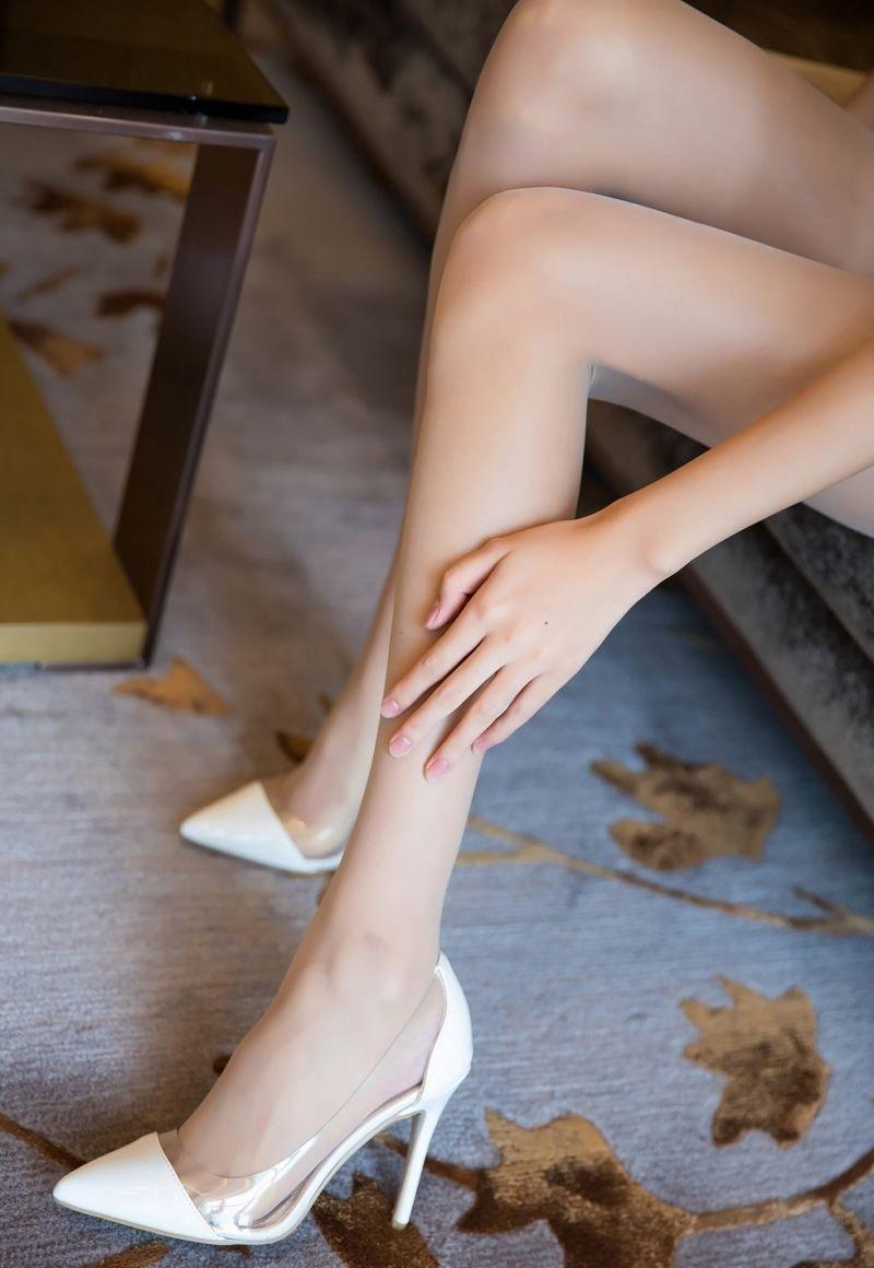 2ATFB-348红唇美少妇杨晨晨肉丝玉腿搔首弄姿性感高跟鞋写真
