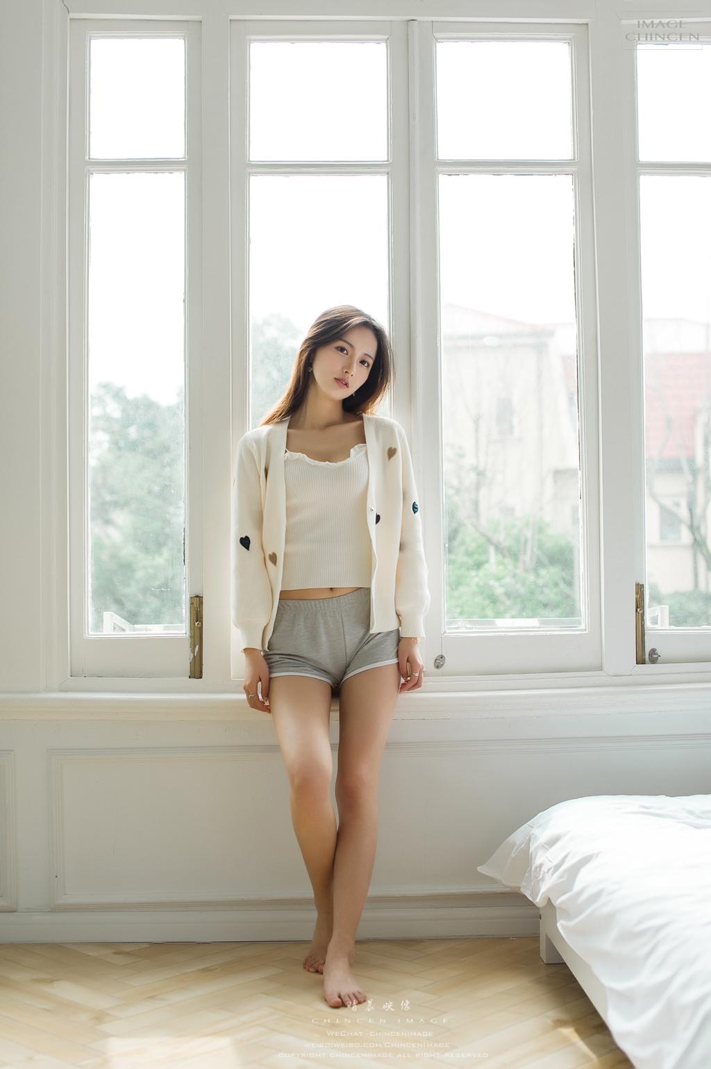 4BEB-052黑色蕾丝连体超短性感美女废墟写真