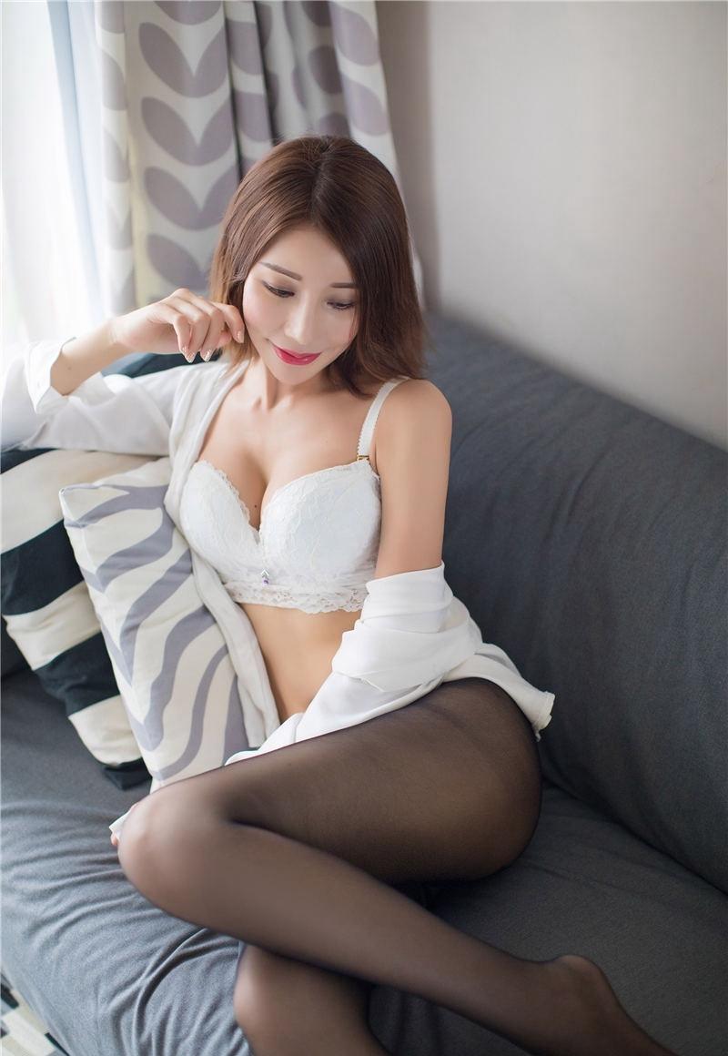 CLOT-005女孩深V短裙照 长发飘逸迷人眼