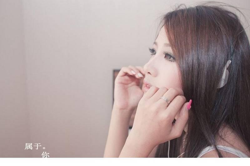 MIZD-077甜美性感少女写真 小露香肩风情万种