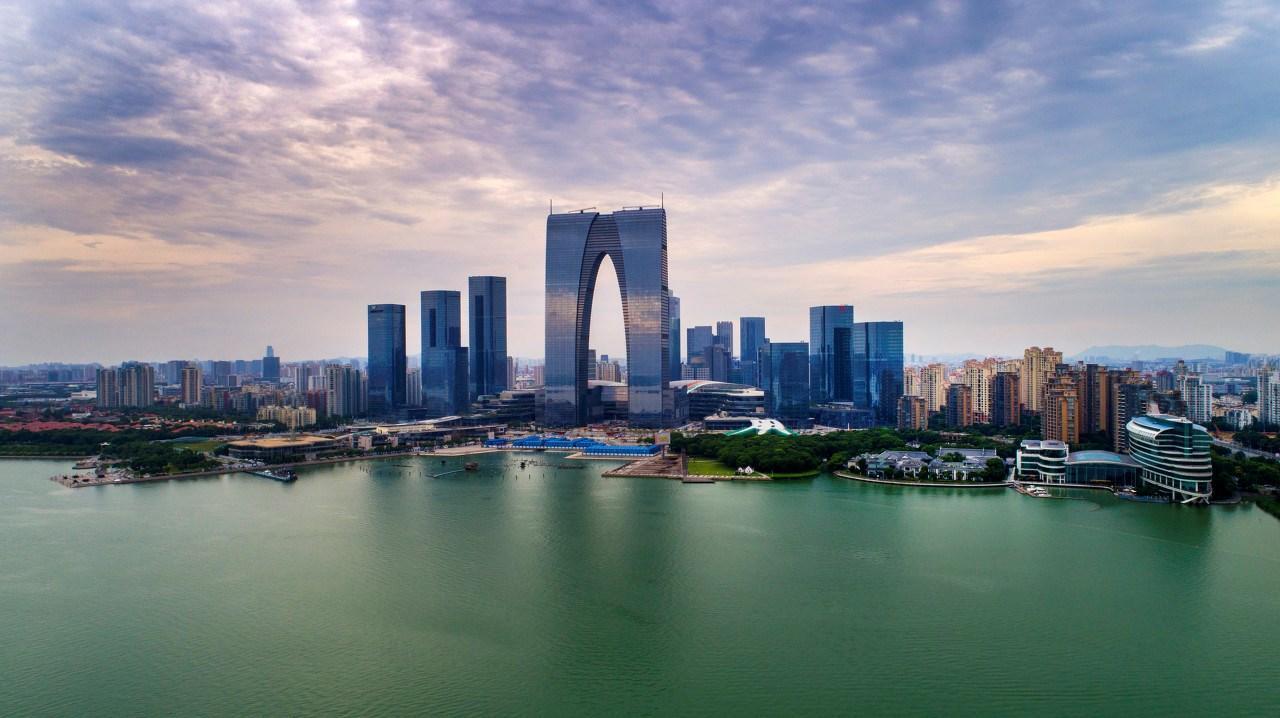上海专业家具美容、家具维修、家具修复、贴壁画家具补漆,包工包料,免费上门维修。
