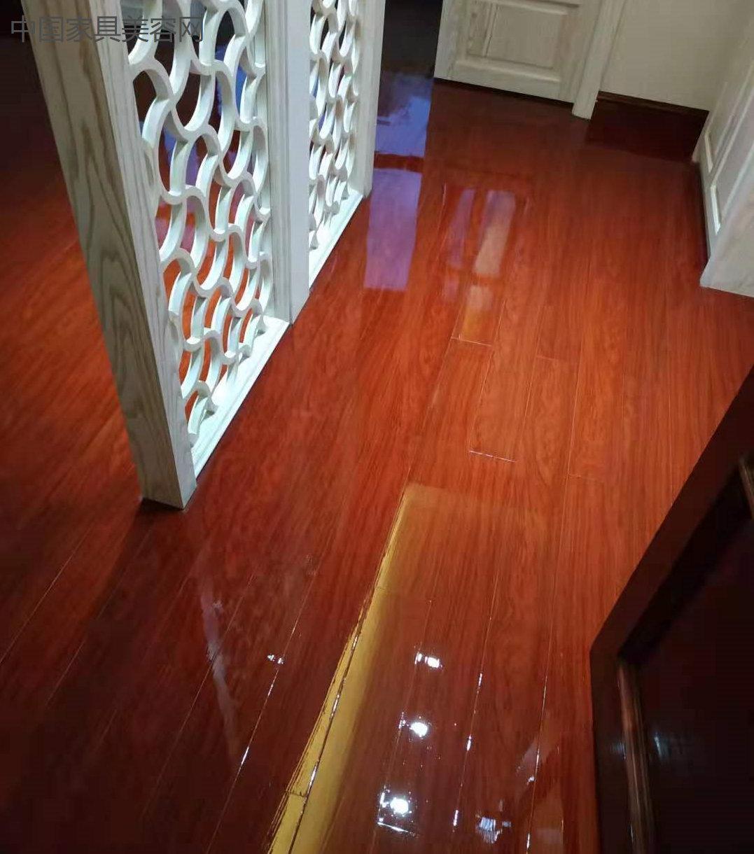 木地板液晶镀膜源头厂家黄金版,妙屋美家家具美容师傅施工更简单