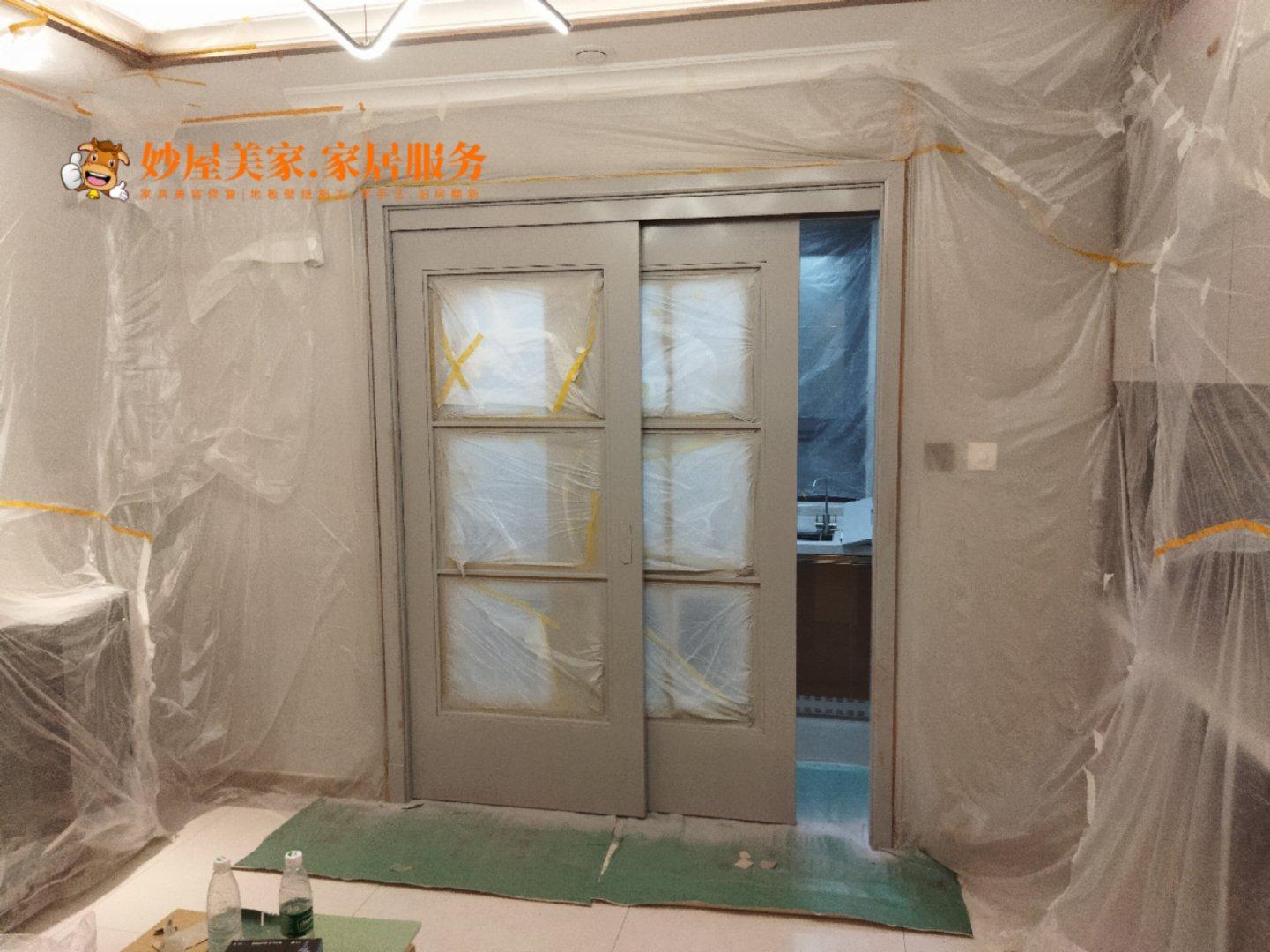 妙屋家具修复学校水性漆木门改色,家具翻新后整体超出了预期!