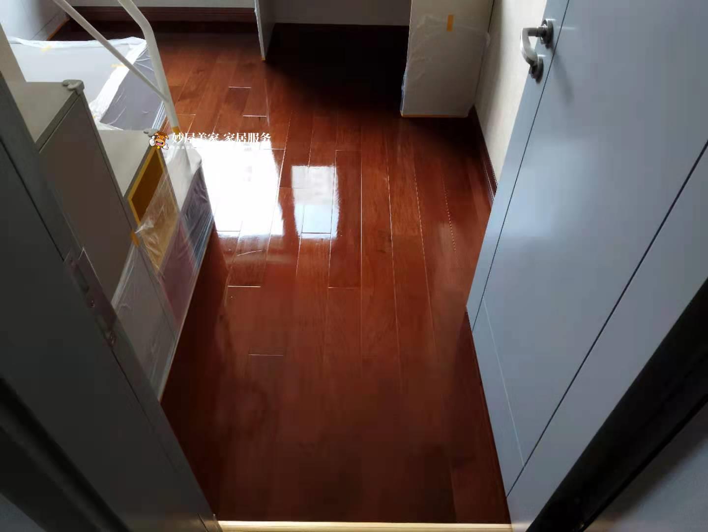 木地板镀膜施工前后效果对比,妙屋美家家具美容师力拔头筹