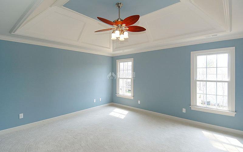 贴墙纸墙布的墙面需要颜色统一