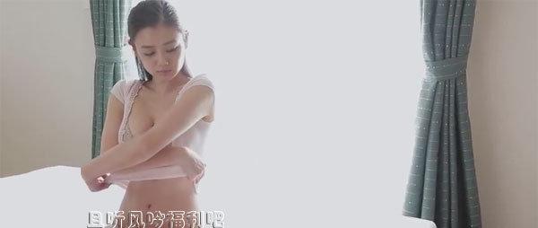 片山萌美Moemi Katayama弯腰瞬间的无限风情插图2