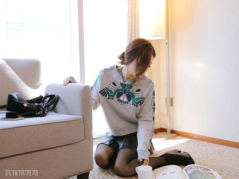性感韩国美女黑丝皮裙迷人写真