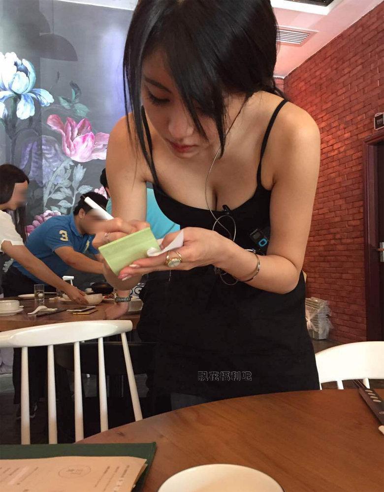 酒吧美女服务员